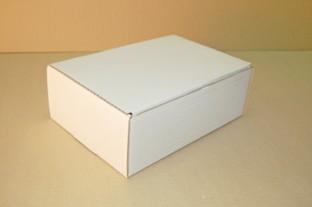 feher-csomagkuldo-doboz